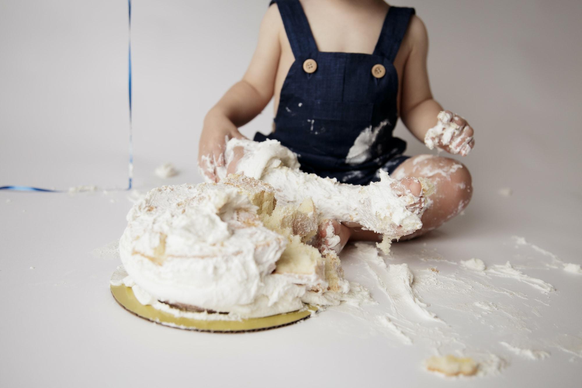 Baby first birthday cake smash